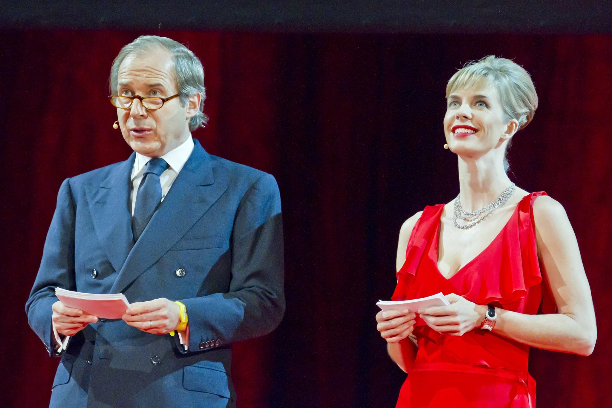 Simon de Pury et Natacha Wenger présentent en duo la cérémonie de remise des prix 2011