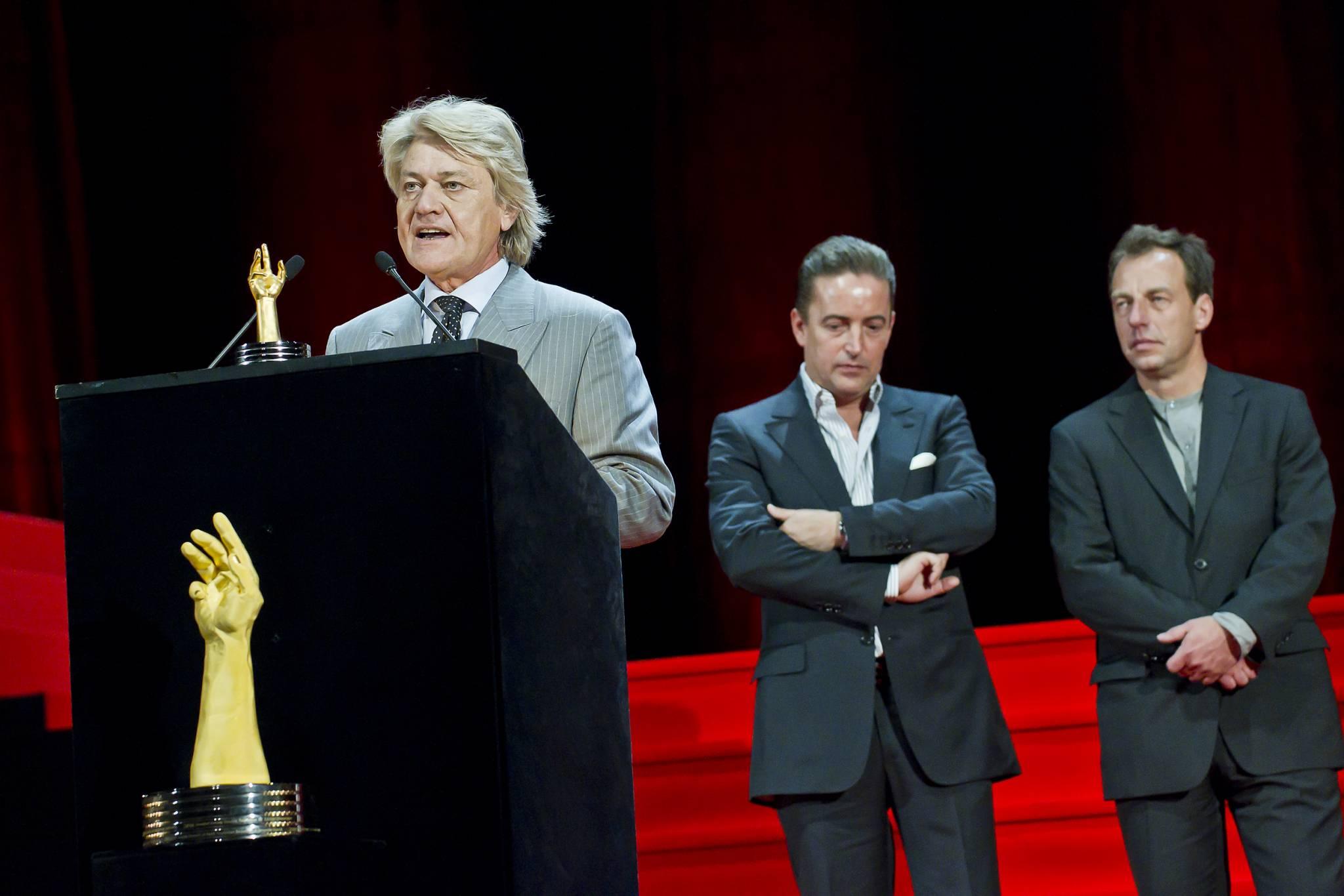 David Zanetta, co-fondateur de la marque De Bethune, lauréate du Grand Prix de l'Aiguille d'Or 2011, accompagné de Pierre Jacques et Denis Flageollet