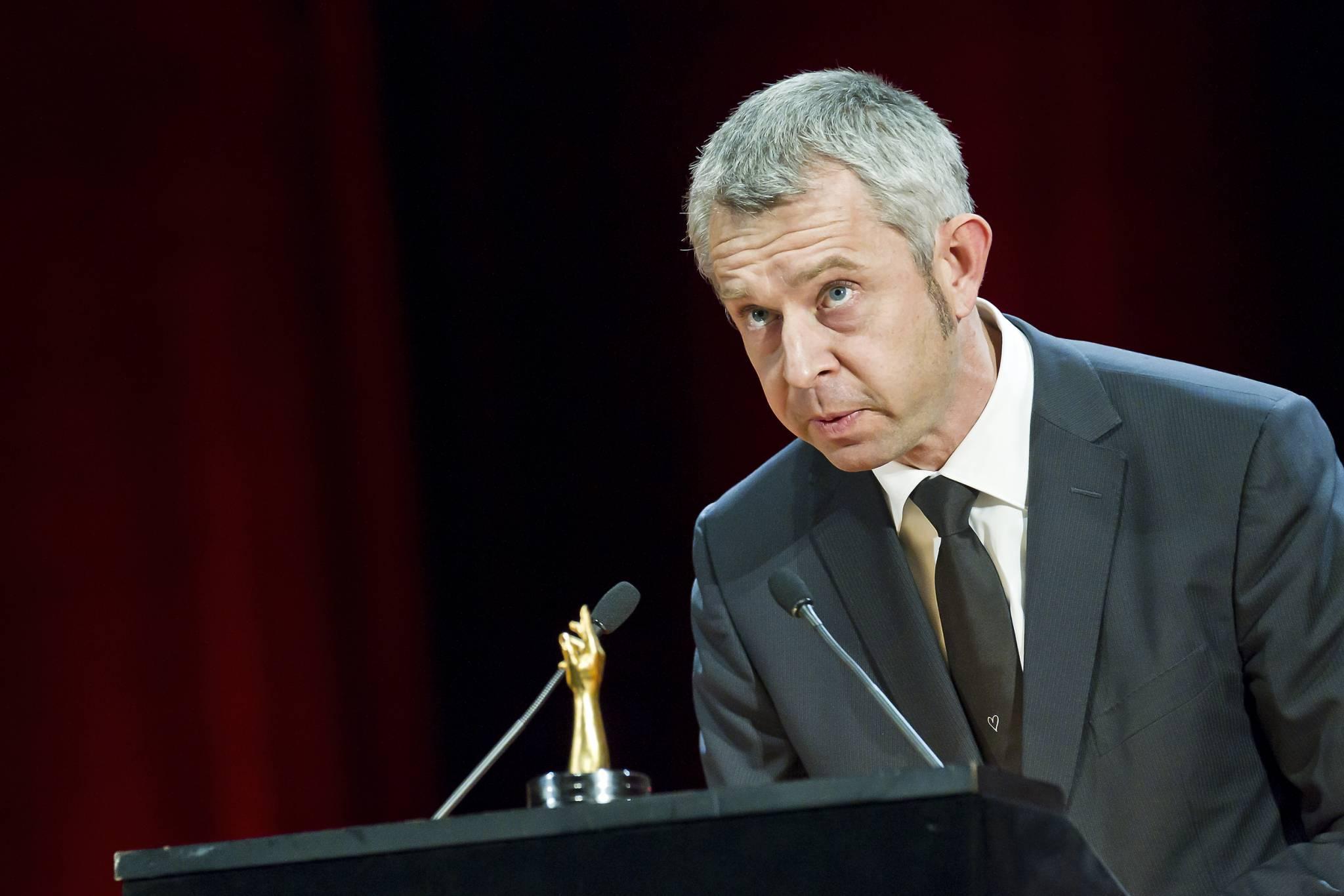 """Nicolas Bideau, Chief of Présence Suisse, announces the winner of the 2011 """"La Petite Aiguillle"""" award"""