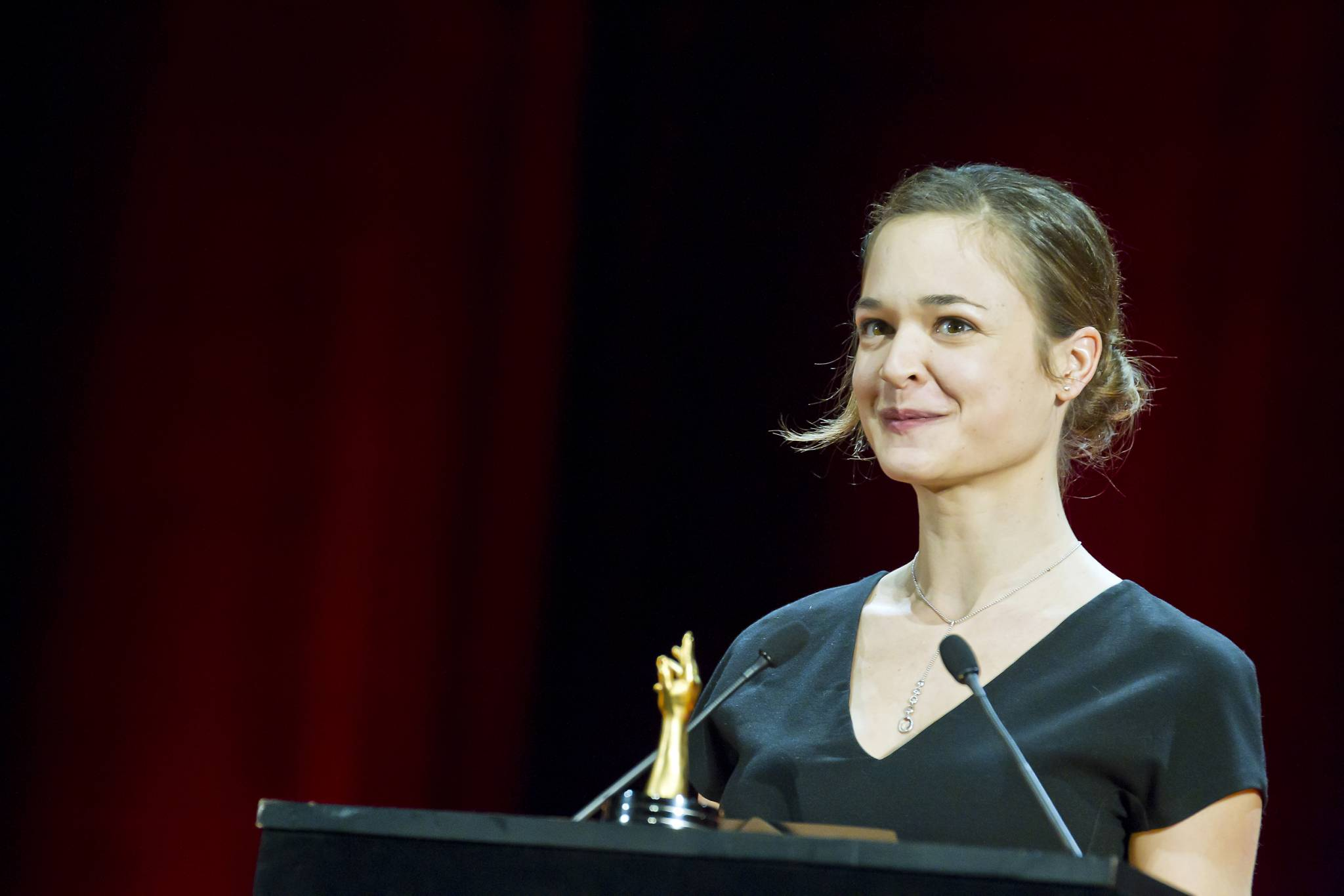 The comedian Isabelle Caillat announces the 2011 Ladies' Watch Prize