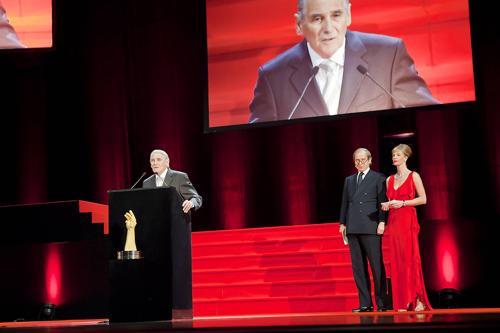 Carlo Lamprecht, Président du GPHG et ancien Conseiller d'Etat, Simon de Pury et Natacha Wenger, co-présentateurs du GPHG 2011