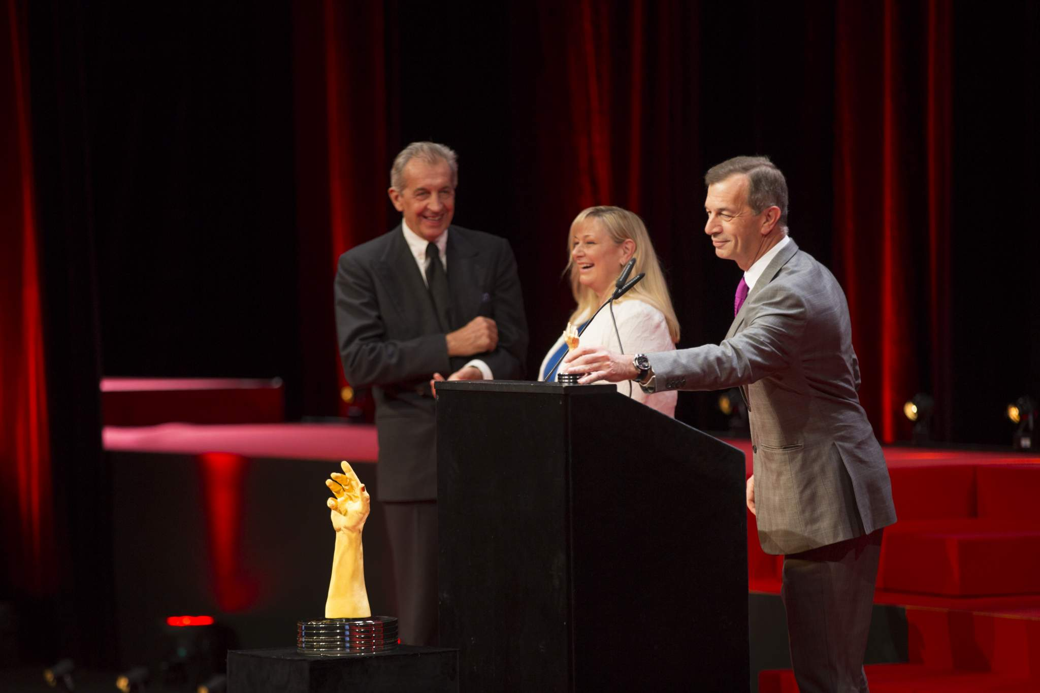 Gianfranco Ritschel, Elizabeth Doerr (jury members) and Philippe Léopold-Metzger (CEO of Piaget, winner of the Artistic Crafts Watch Prize 2016 and the Ladies' Watch Prize 2016)