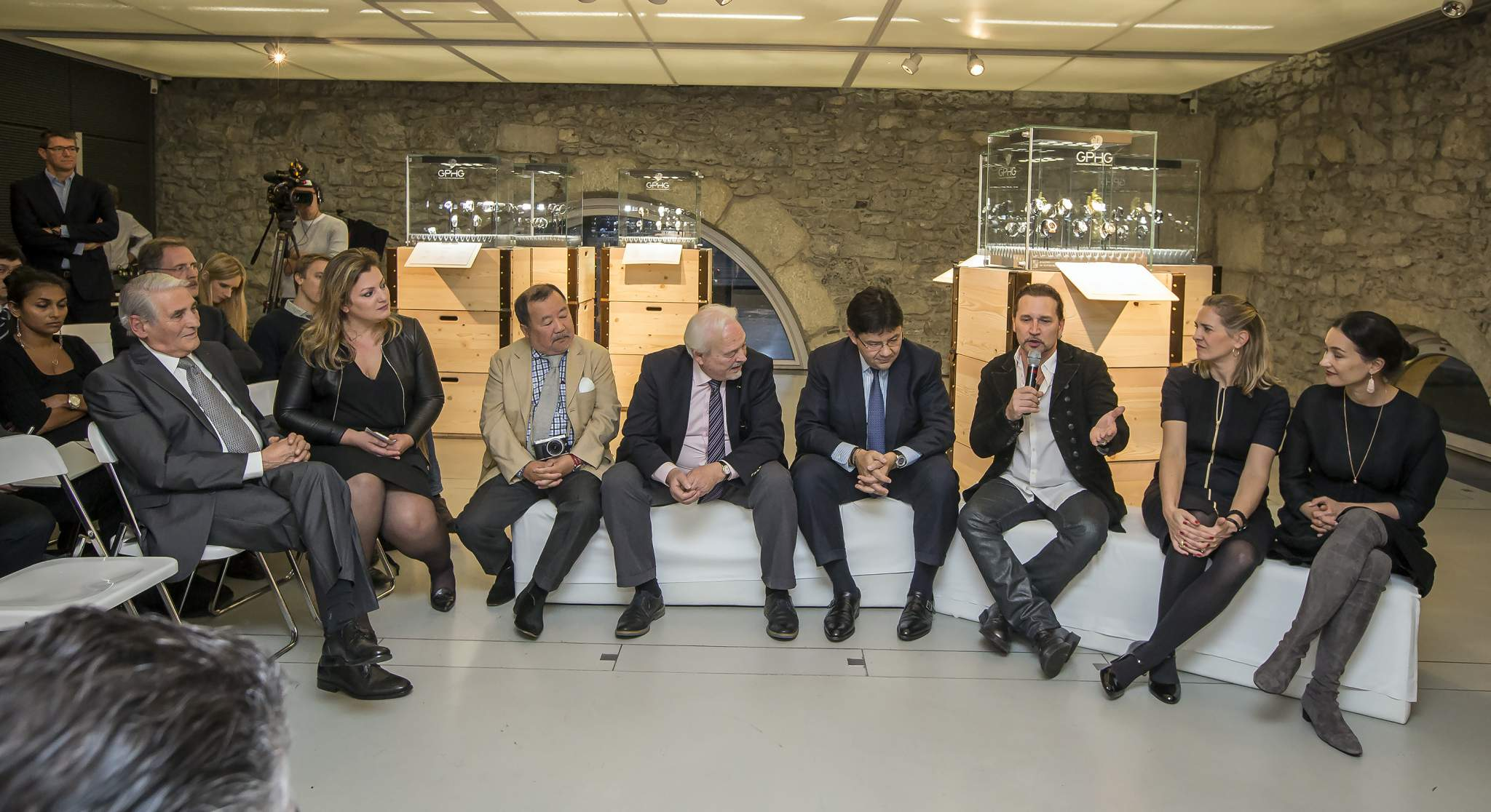Carlo Lamprecht (President of the Foundation of the GPHG), Asta Ponzo (Press Manager of the Foundation of the GPHG), Takeshi Matsuyama (jury member of the GPHG 2015), Philippe Dufour (jury member of the GPHG 2015), Sean Li (jury member of the GPHG 2015), Eric Singer (jury member of the GPHG 2015), Sarah Arnett (Communication Director of Edmond de Rothschild Group), Carine Maillard (Director of the Foundation of the GPHG) at the press conference of the GPHG 2015 in Geneva
