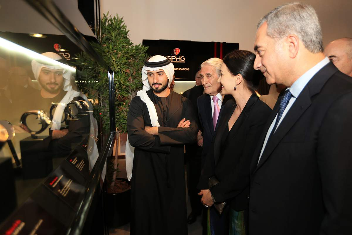 His Highness Cheikh Mohamed Bin Rashid Al Maktoum, Carlo Lamprecht (President of the Foundation of the GPHG), Carine Maillard (Director of the Foundation of the GPHG), et Claude Sfeir (jury member of the GPHG) at the inauguration of the GPHG 2013 exhibition in Dubai