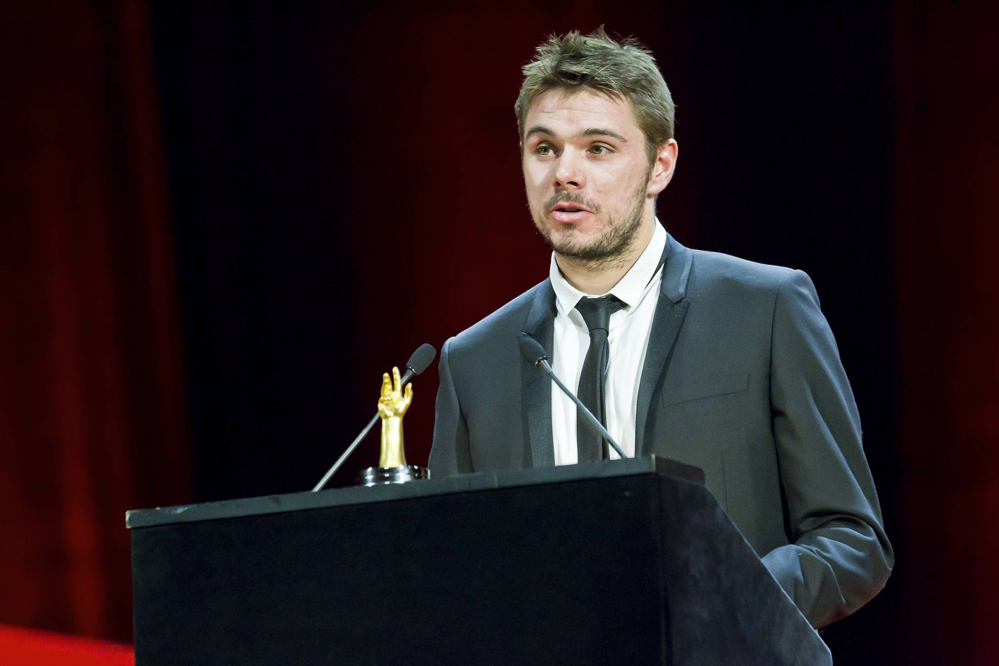 Stanislas Wawrinka announces the winner of the 2011 Sports Watch Prize